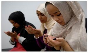 Muslim-Women-Praying
