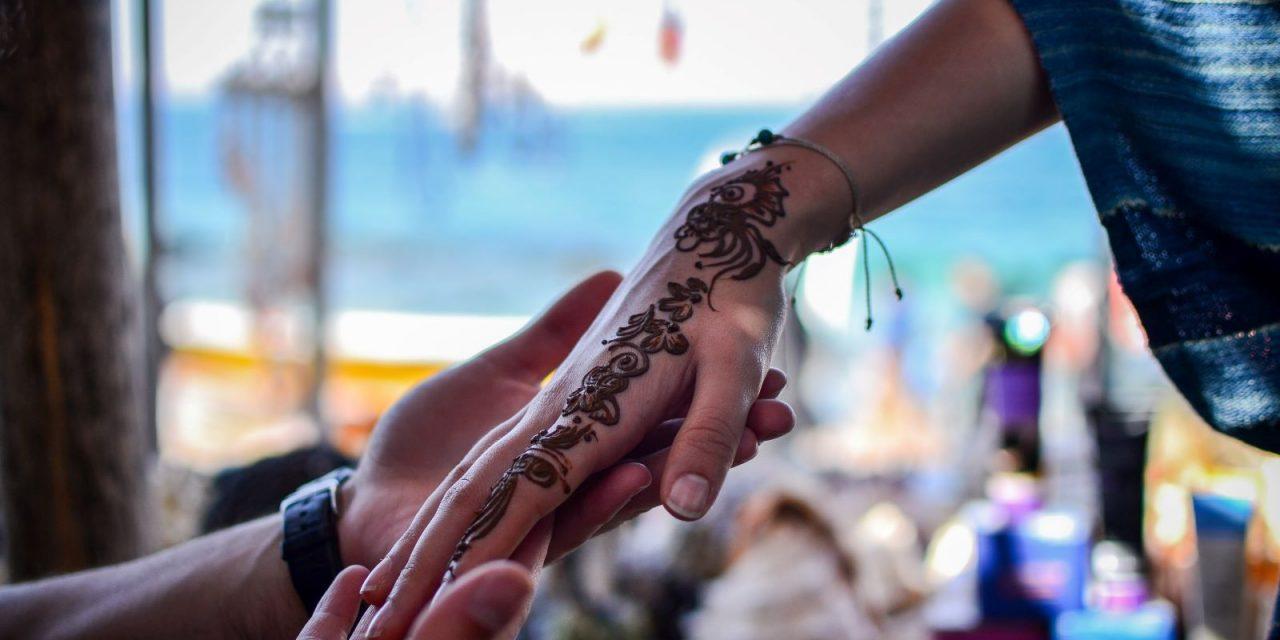 6) Story Hands – Reaching Muslim Women Through Henna
